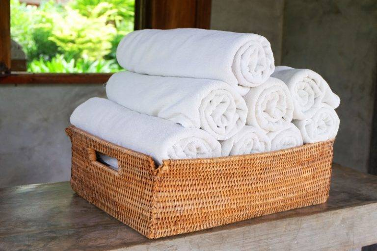 Wicker-Basket-Rolled-Towels-Storage-18174-768x512
