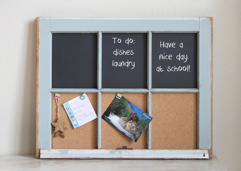 Một tấm bảng ghi nhớ làm bằng khung cửa sổ cũ, vài tấm bìa cót và bảng phấn là một ý tưởng hay ho cho không gian mộc mạc.