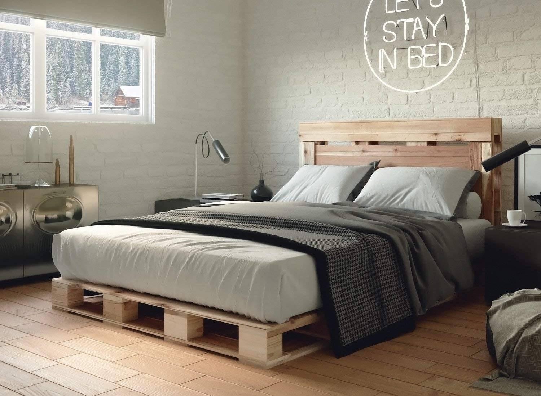 Màu xám mờ và tường gạch tự nhiên được tạo điểm nhấn bởi vật liệu gỗ của khung giường thùng và sàn nhẹ