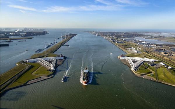 Công trình trị thủy Maeslantkering thuộc dự án Delta Works (Hà Lan)