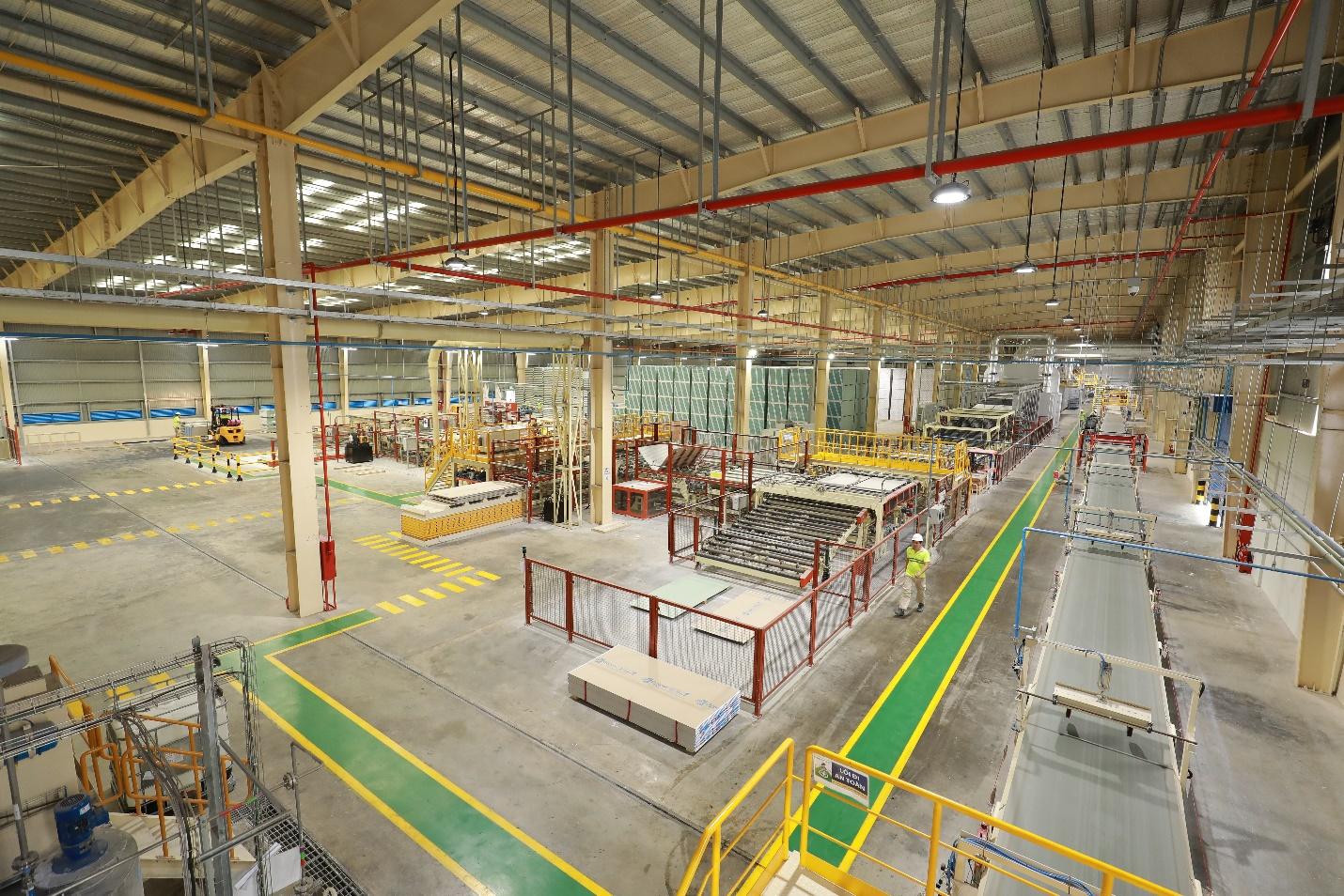 Nhà máy sản xuất trần Vĩnh Tường được xây dựng tại Hải Phòng tiêu chuẩn xanh và công nghệ 4.0
