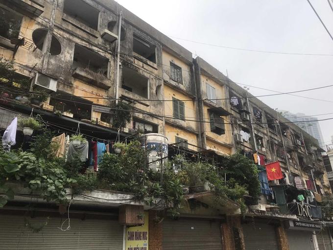 Chung cư cũ chưa được cải tạo tiềm ẩn nhiều nguy hiểm, ảnh hưởng đến mỹ quan đô thị