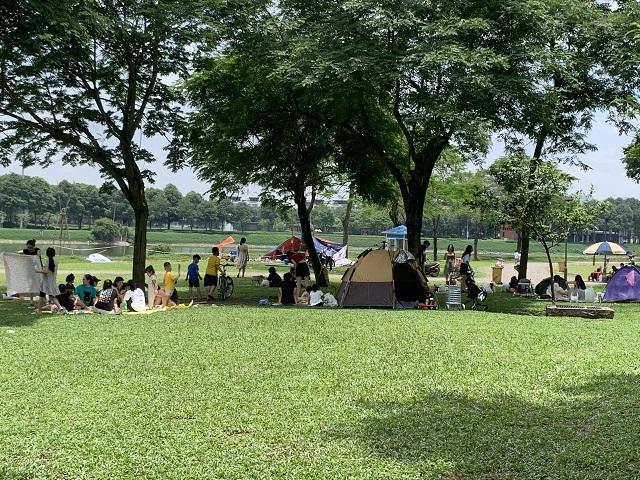 Công viên Yên Sở - một trong số địa điểm được người dân lựa chọn vào các dịp nghỉ lễ. Ảnh: Công Trình