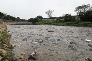 Xử lý ô nhiễm sông Nhuệ: Khi ngân sách cùng những cam kết trôi theo dòng nước!