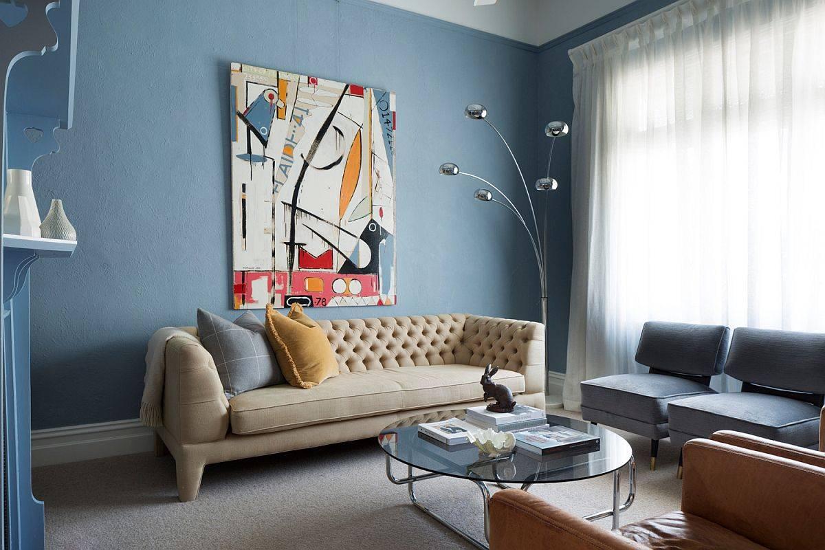 Các sắc thái nhẹ hơn của màu xanh lam có thể được sử dụng rộng rãi hơn trong phòng khách hiện đại