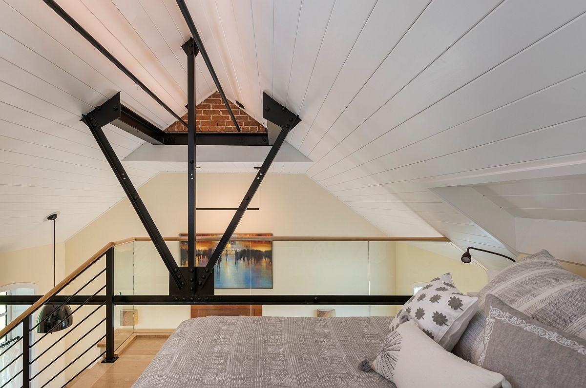 Tận dụng không gian thẳng đứng trong căn hộ nhỏ để đặt thêm một phòng ngủ