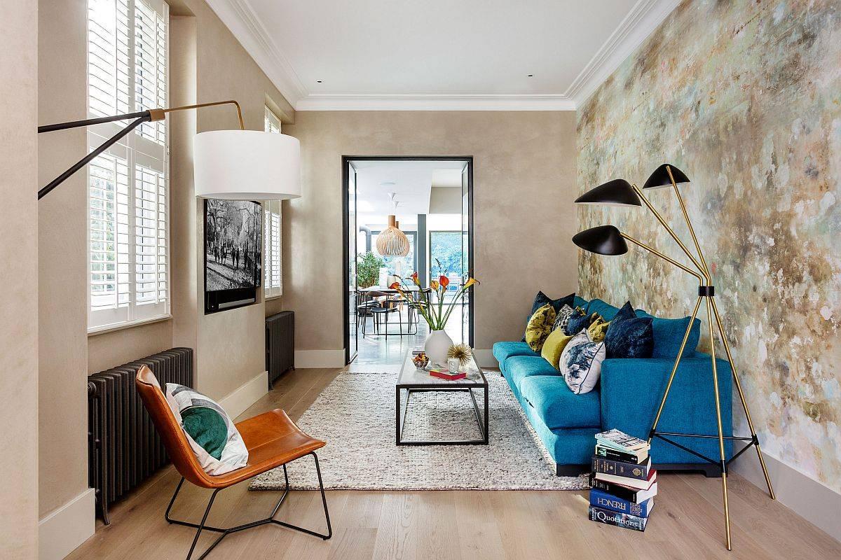 Những bức tường có kết cấu và độc đáo khám phá các sắc thái khác nhau của màu be trong phòng khách nhỏ nà