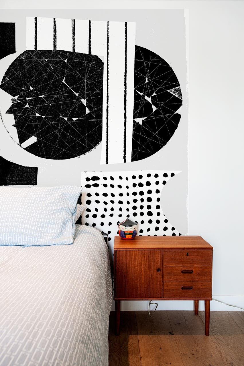 Các hình khối như vuông, tròn, tam giác được kết hợp cùng hoa văn nghệ thuật sẽ mang đến những trải nghiệm vô cùng thú vị trong căn phòng.