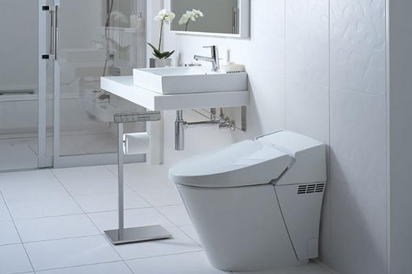 Nhà diện tích hẹp nên chọn thiết bị vệ sinh nhỏ gọn. (Ảnh minh hoạ)