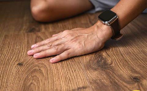 Bề mặt ván sàn là yếu tố then chốt quyết định vẻ đẹp tổng thể của công trình