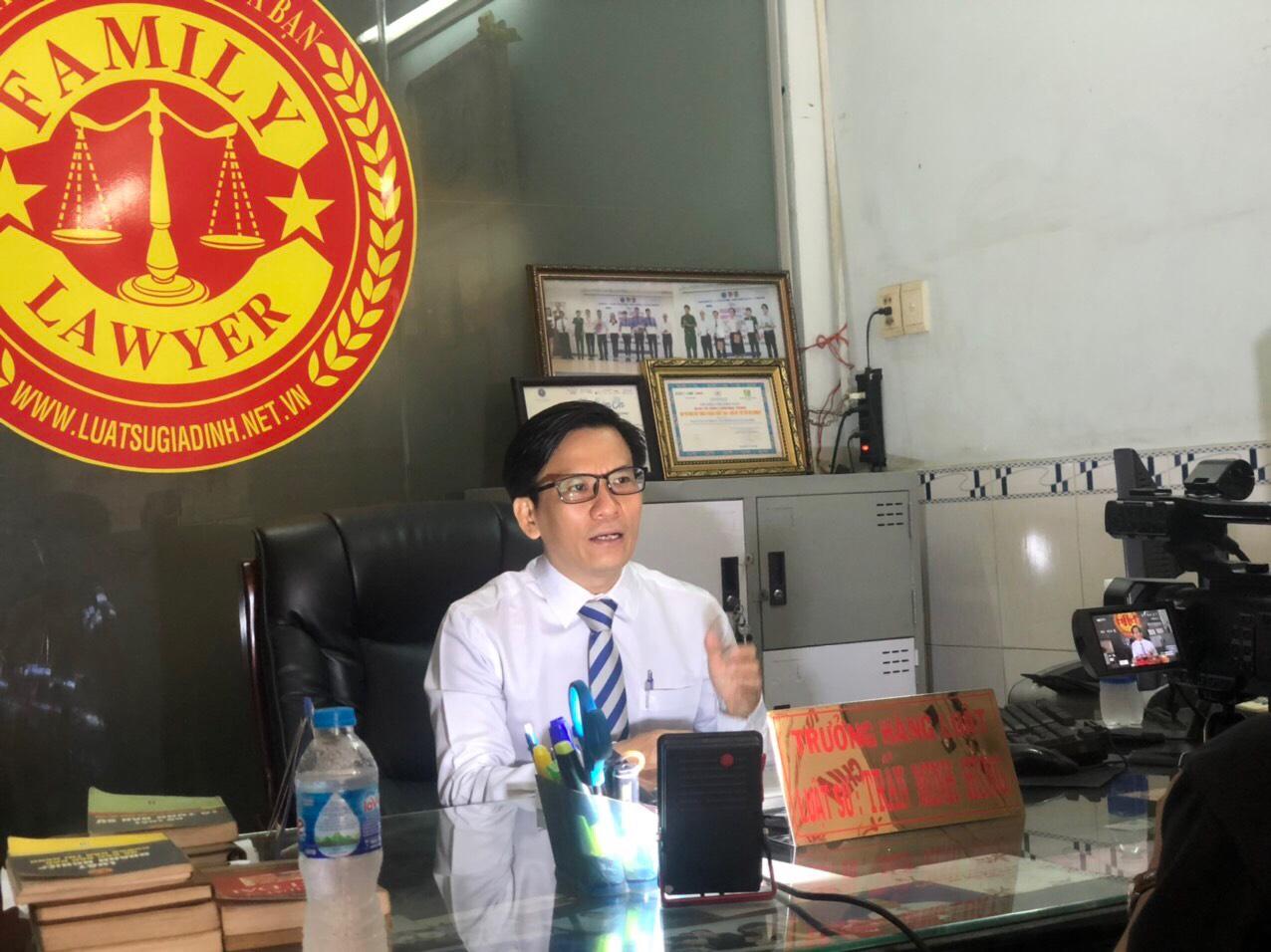 Luật sư Trần Minh Hùng – Đoàn Luật sư TP.HCM trả lời báo chí
