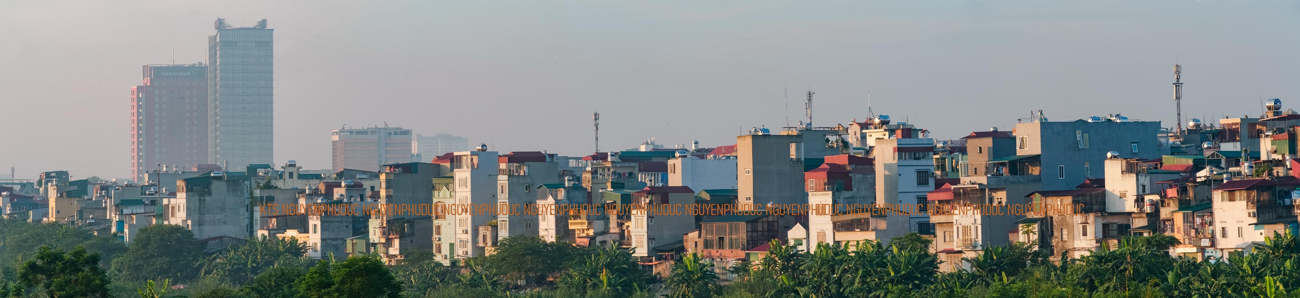 Mặt công trình nhà dân xây dựng tự phát tại quận Hoàn Kiếm quay ra sống