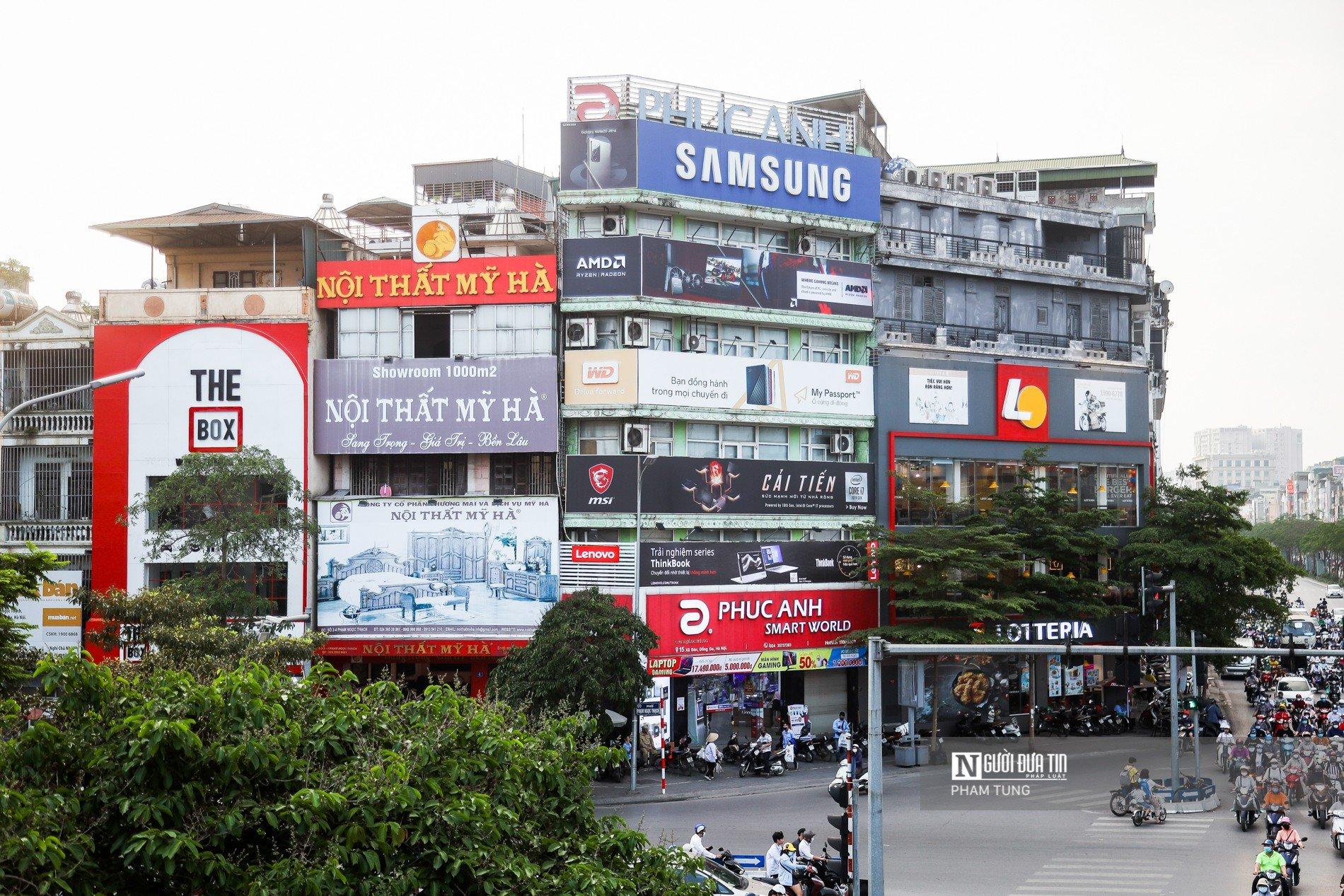Biển quảng cáo che kín mặt tiền nhà phố - Giải bài toán này thế nào?