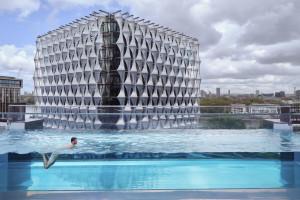 Sky Pool – Bể bơi giữa bầu trời