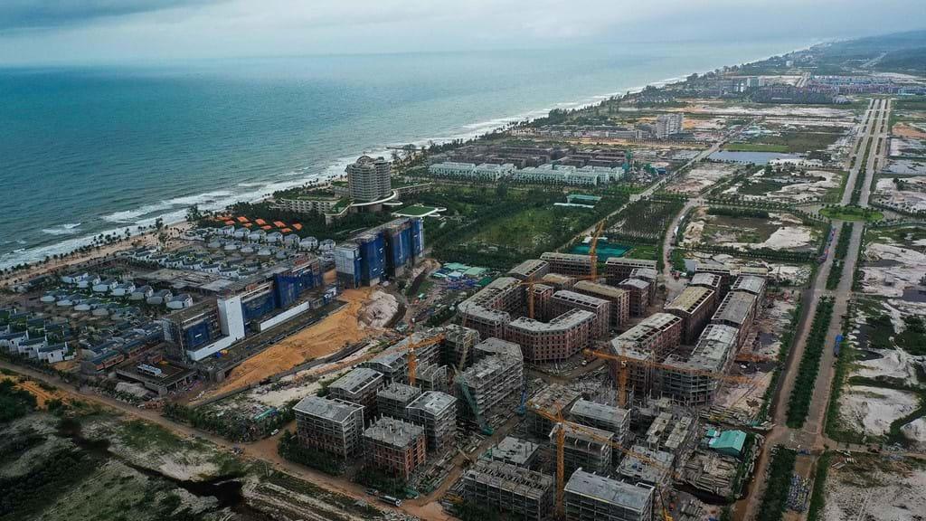 Định hướng kiến trúc quy hoạch đô thị Phú Quốc có nên bê tông hóa bờ biển để mưa,  nước không thể thoát ra được bờ biển hay không?
