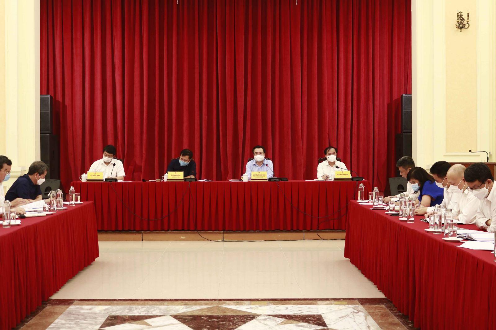 Tham dự Hội nghị có các đồng chí Thứ trưởng: Lê Quang Hùng, Nguyễn Văn Sinh, Bùi Hồng Minh; và thủ trưởng các cơ quan, đơn vị trực thuộc cơ quan Bộ Xây dựng