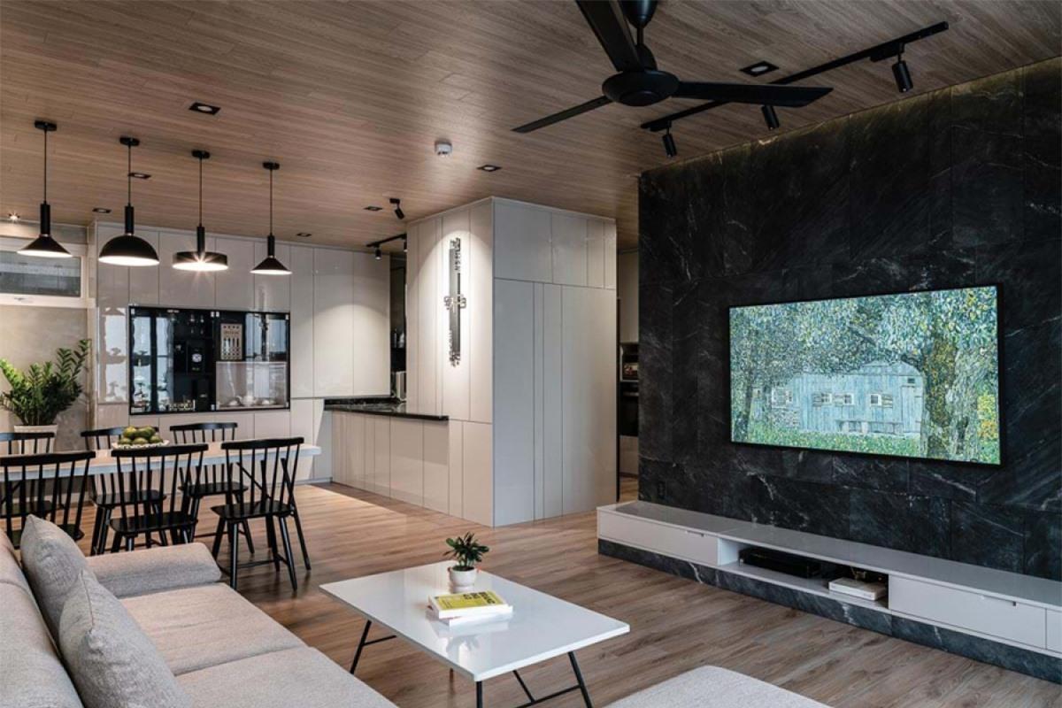 Hiện trạng ban đầu căn hộ có 3 phòng ngủ. Theo nhu cầu của chủ nhà, một phòng ngủ đã được chuyển đổi thành phòng làm việc. Trung tâm của căn hộ là không gian phòng khách kết nối với phòng ăn.