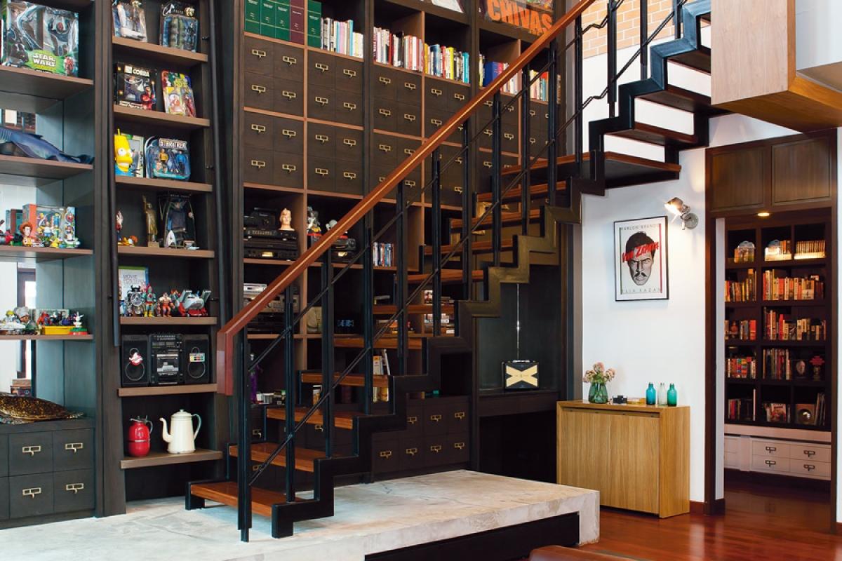 Tủ sách: Gia chủ nào thích đọc sách mà không muốn tốn diện tích nhà với giá sách thì hãy thử làm một giá sách dưới gầm cầu thang xem nhé!