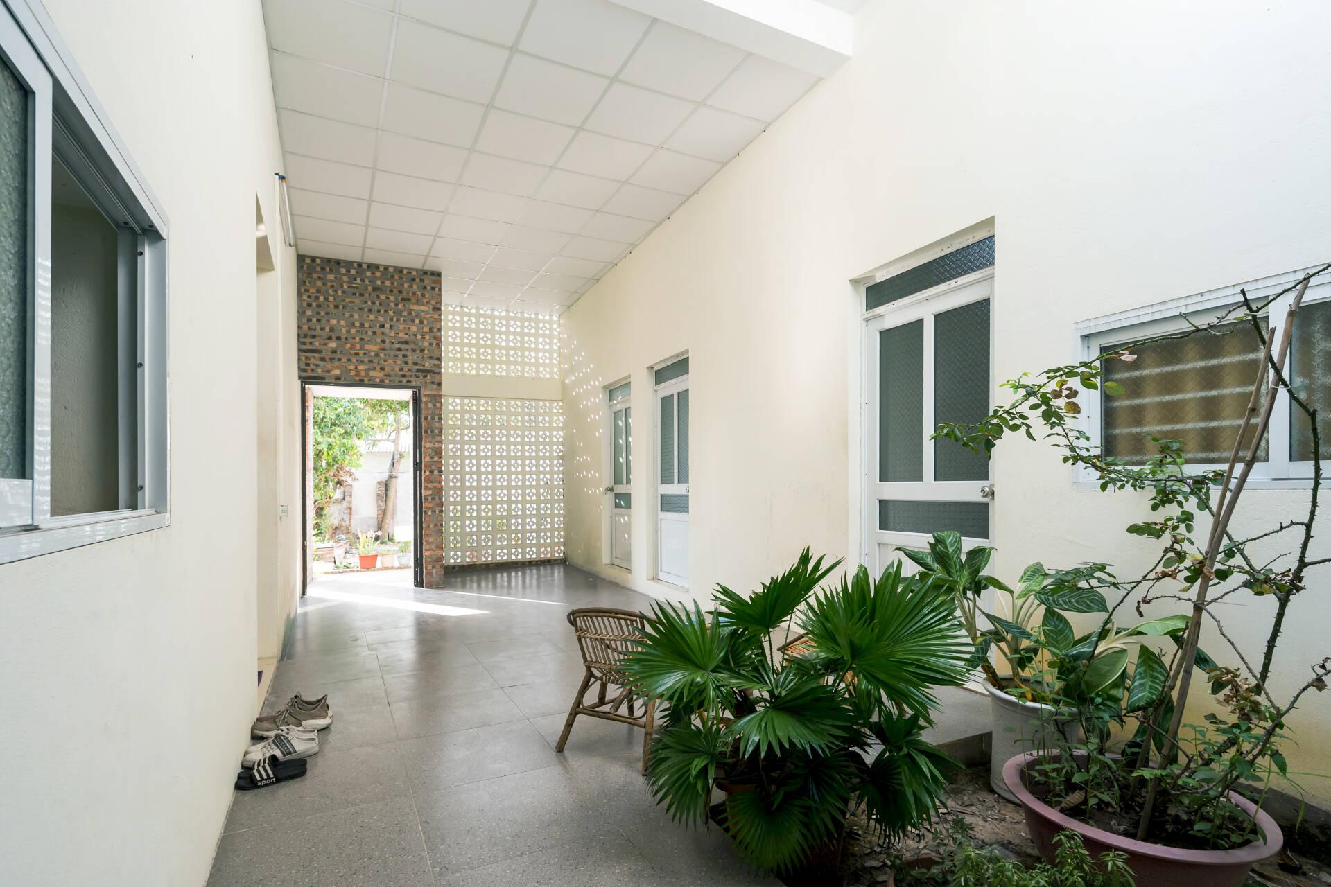 Sảnh hành lang rộng rãi, kết nối không gian chung và riêng tư của công trình