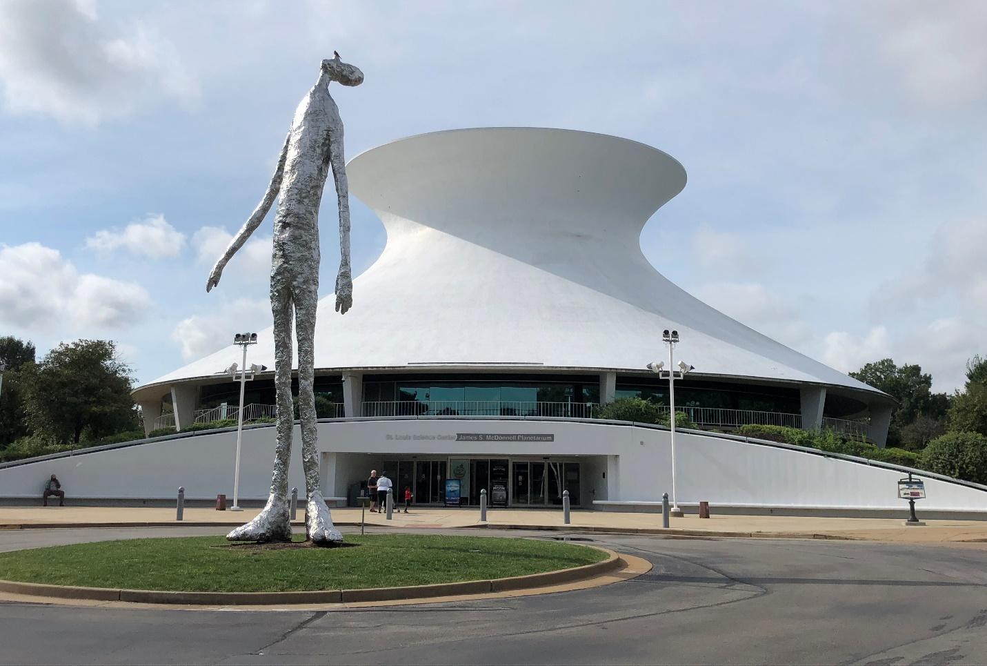 Trung tâm Khoa học Saint Louis, Mỹ - Công trình có thiết kế mái độc đáo với hình dạng mặt Hyperboloid một tầng tròn xoay