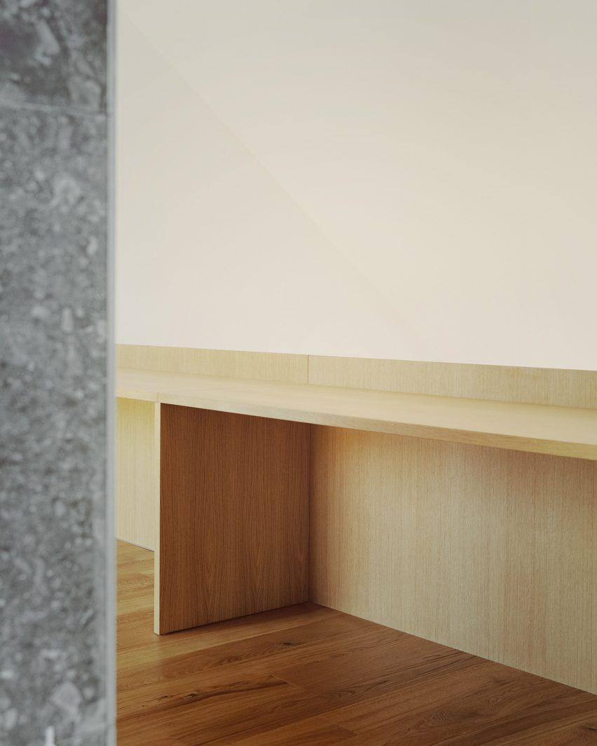 Những lớp gỗ sồi được thiết kế đơn giản mà tinh tế