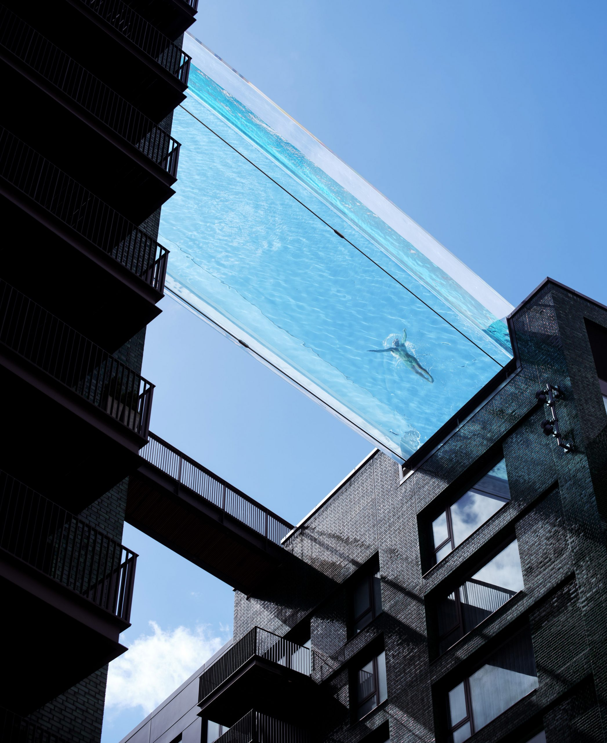 sky-pool-embassy-gardens-ecoworld-ballymore-nine-elms-london-battersea_dezeen_2364_col_3-scaled