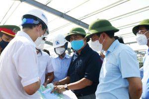 Thứ trưởng Bộ Xây dựng Lê Quang Hùng khảo sát tình hình triển khai các bệnh viện dã chiến tại quận Hoàng Mai, Hà Nội